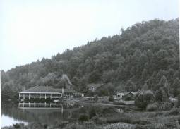 Dining Hall and lodges, Lake Eden Campus, Black Mountain College. Courtesy the North Carolina State Archives.