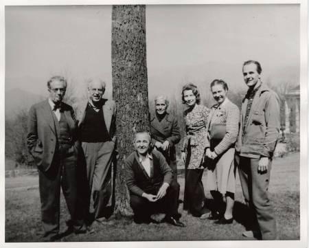 Faculty meeting at Black Mountain College, Blue Ridge campus. Left to right: Robert Wunsch, Josef Albers, Heinrich Jalowetz, Theodore Dreier, Erwin Straus, unknown, Lawrence Kocher. Courtesy of Western Regional Archives.