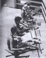 Weaving Class, Summer Art Institute 1945, Black Mountain College. Photographer: John Harvey Campbell.