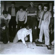 Josef Albers' drawing class ca. 1939-40. Left to right: Lisa Jalowetz, Bela Martin, Fred Stone, Betty Brett, Albers (kneeling), Robert de Niro, Martha McMillan, Eunice Shifris. Courtesy of Western Regional Archives.