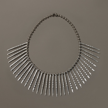 Anni Albers and Alex Reed: necklace (ca. 1940), bobby pins on metal-plated chain. Courtesy of: The Josef and Anni Albers Foundation/VG Bild-Kunst, Bonn 2015