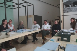 "Visit of Dag Erik Elgin's art class at ""PERFORMING the Black Mountain ARCHIVE"" by Arnold Dreyblatt at the Black Mountain exhibition at Hamburger Bahnhof - Museum für Gegenwart - Berlin. Courtesy: Anne Steinhagen"