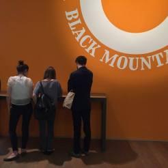 """Ausstellungsansicht """"Black Mountain. Ein interdisziplinäres Experiment 1933-1957"""", Hamburger Bahnhof - Museum für Gegenwart - Berlin © Staatliche Museen zu Berlin"""