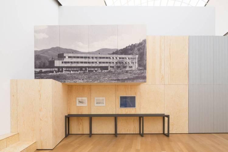 """Ausstellungsansicht """"Black Mountain. Ein interdisziplinäres Experiment 1933- 1957"""" im Hamburger Bahnhof - Museum für Gegenwart – Berlin. © Nationalgalerie im Hamburger Bahnhof, SMB / Thomas Bruns"""