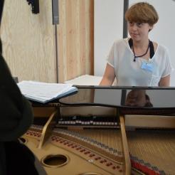 Photo by Elizabet Damyanova. Freya Sif Hestnes playing the piano.