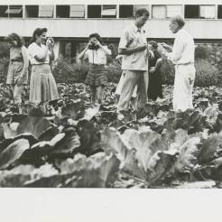 Black Mountain College: Fotografieunterricht mit Josef Albers, Lake Eden Campus, um 1944. © Courtesy of Western Regional Archives, States Archives of North Carolina