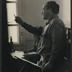 Xanti Schawinsky teaches an art class at Black Mountain College. Courtesy of Western Regional Archives.